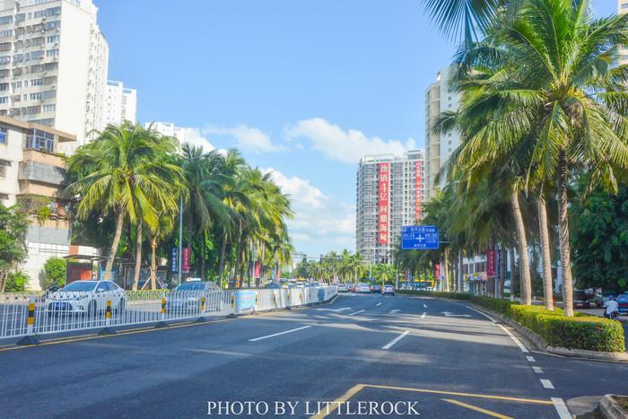椰子树下的海南大学,有一种别样的校园感觉,感觉不是国内院校,而是