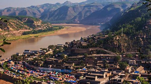 碛口位于黄河晋陕峡谷中部,临县城南48公里处,南临著名的孟门古镇,因