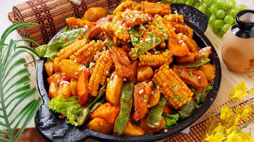 参考菜品: 东北杀猪菜,小鸡炖蘑菇,锅包肉,农家大丰收,炒笨蛋,红烧
