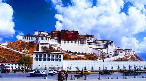 西藏拉萨-林芝-大峡谷-羊湖-日喀则-纳木措双卧13日游