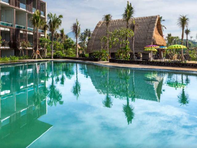 住宿 · 巴厘岛沃克酒店及套房 或金巴兰斯特萨酒店 或努沙杜瓦湾水晶