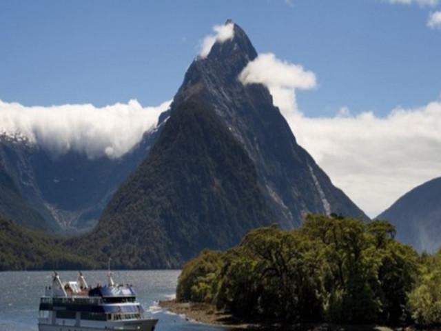 <新西兰 米尔福德峡湾一日游:大自然游船巡游>(皇后镇往返:大巴-游船-飞机)
