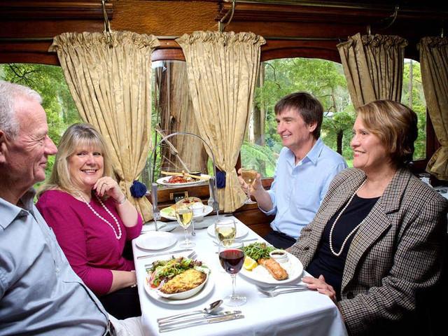 <墨爾本普芬比利蒸汽火車午餐體驗之旅>(Belgrave 到 Lakeside往返)