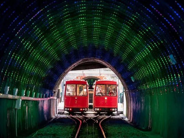 <惠灵顿 山顶缆车>(通往观景台 植物园)