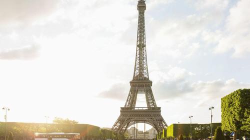 1161_巴黎_在埃菲尔铁塔下晒自拍