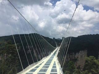 <张家界大峡谷-凤凰古城高铁4日游>体验云端玻璃桥的刺激 乘百龙天梯游浪漫袁家界 轻松出行