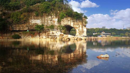观象山全貌,览美丽漓江景,品象山水月的诗情画意,漫步至爱情岛,探寻