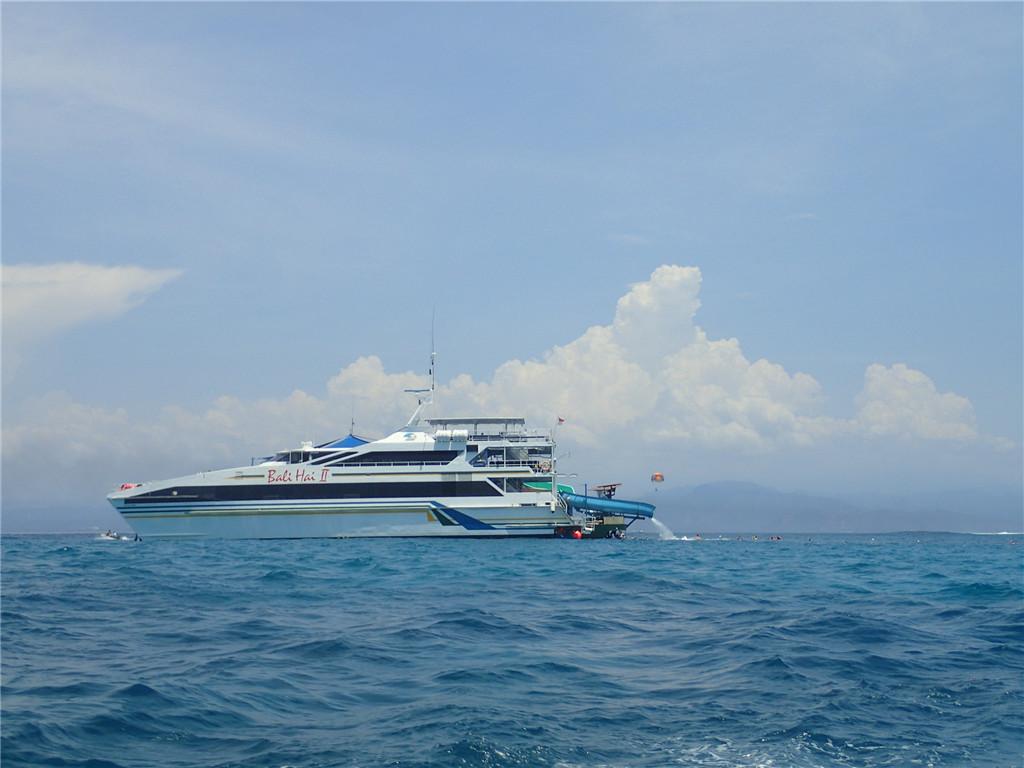 海天一色蓝梦岛出海一日游含丰富水上活动:乘坐快艇,前往巴厘岛