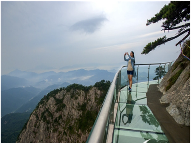 岳西明堂山-高空玻璃栈道1日游>洗肺好去处,惊险刺激图片