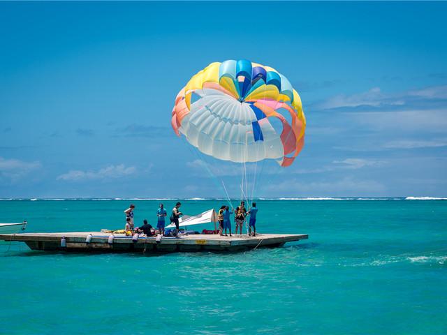 【精品小团】<毛里求斯鹿岛-灯塔岛双岛一日游>赠皮划艇+滑翔伞+海底漫步,全程中文导游