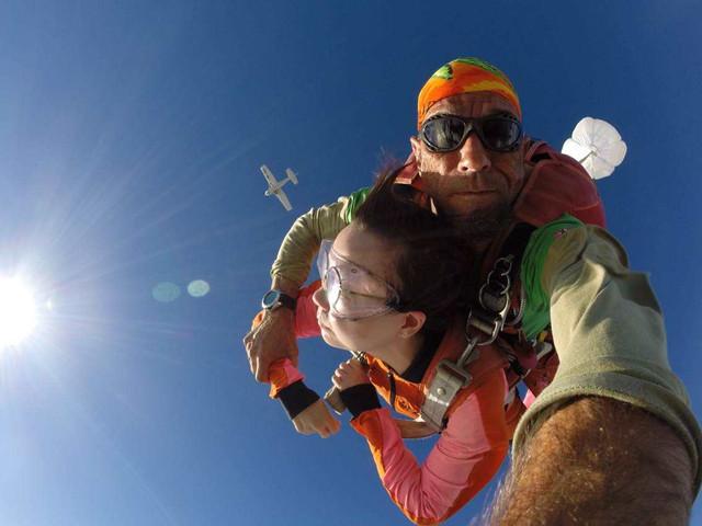 【限时特价】<毛里求斯高空跳伞半日游>教练全程陪同,体验一万英尺,可带观众,安全,放心,尖叫
