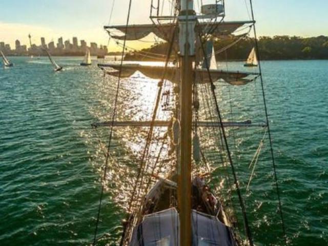 【古典高桅横帆船】<南方天鹅号帆船环游悉尼港湾>