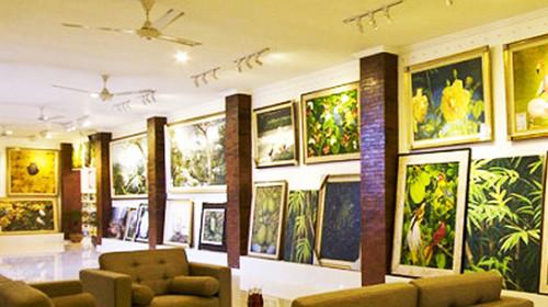 前往【乌布艺术馆】乌布艺术画廊坐落在一片稻田之间,这里环境十分图片