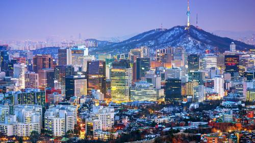 1200 梨花壁画村(이화벽화마을)位于首尔钟路区梨花洞一带,是一条特色街道,也曾多次出现在韩剧当中而被人所熟知。 所以喜欢韩剧的朋友一定不要错过梨花村,这是很多韩剧拍摄地,韩国人俗称这里为艺术村。13