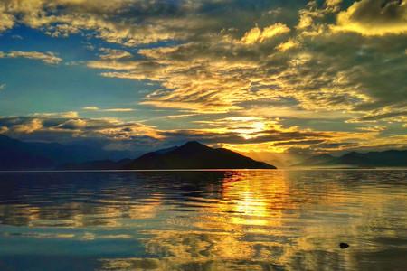 <昆大丽-香格里拉-泸沽湖10日游>2成人起订,24H含接送机,探秘女儿国,纳西神山之行,感受悠闲时光
