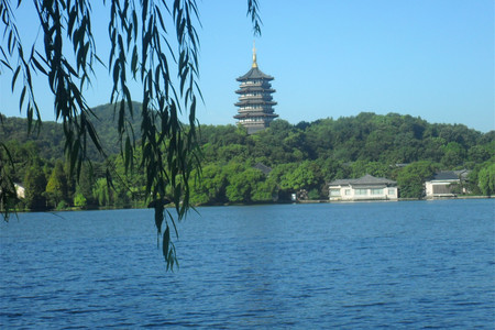 <杭州2日游>船游浪漫西湖,登雷峰塔,灵隐飞来峰,西溪湿地,宋城景区,含千古情表演,主城区上门接