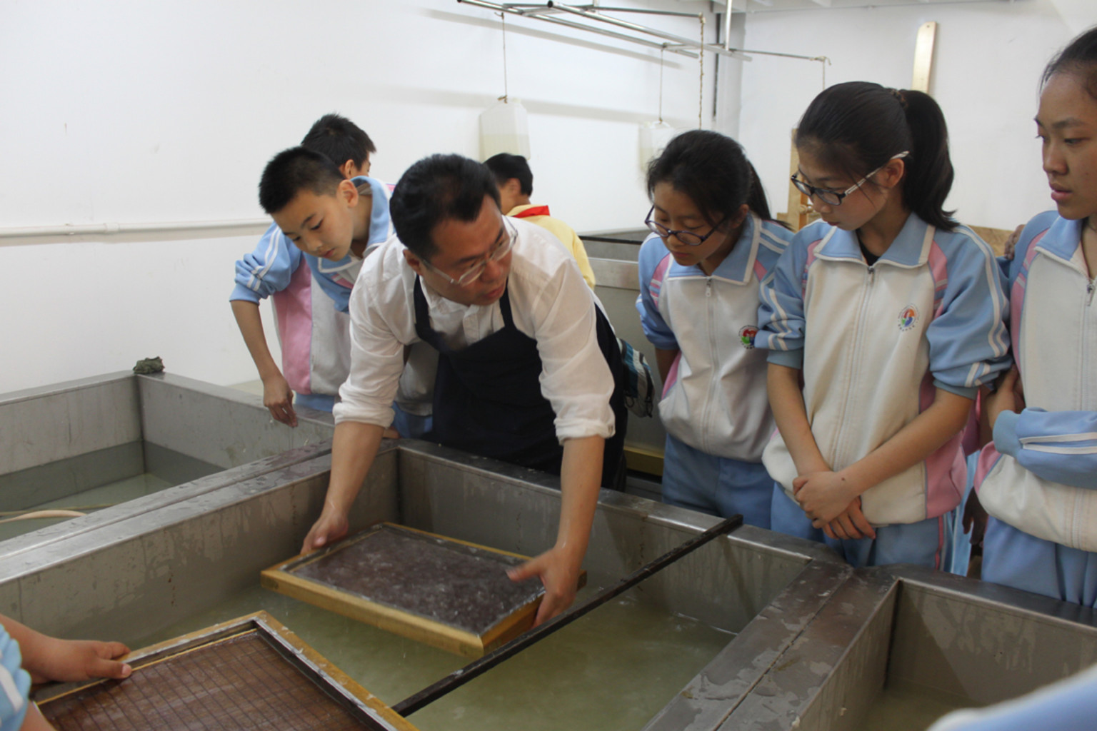 北京武英纸语体验游>非物质文化体验,传统手工造纸