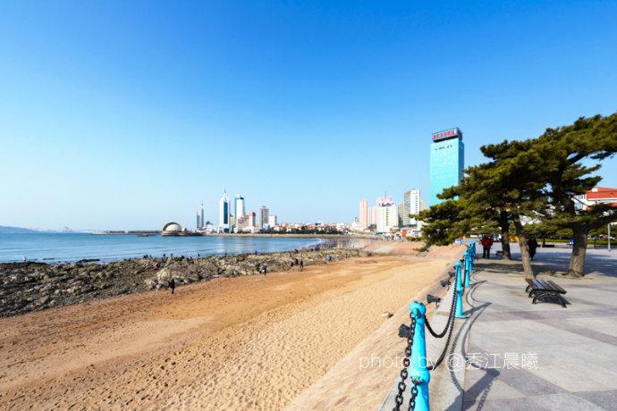 早晨,还是乘坐隧道一在青岛火车站下车,沿滨海大道徒步东行.