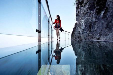 <长沙-张家界玻璃桥-天门山-玻璃栈道-芙蓉镇-凤凰高铁5日游>