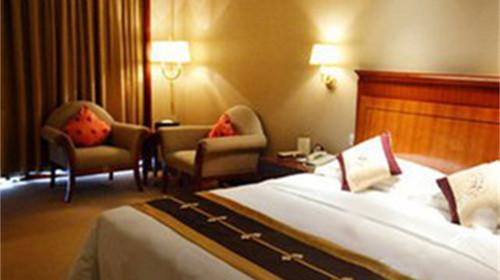 休闲花园,鼎形外观建筑与欧式风格融汇一体的豪华酒店.