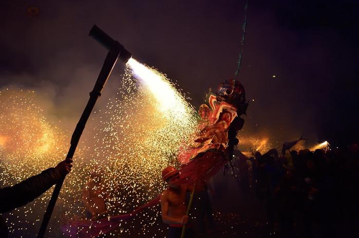 到湘西吉首看火烧龙:彪悍与性感的柔情表达