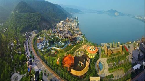 主題樂園相結合的旅游區,登臨仙山福園內共設七個區:亞洲區,大洋洲區