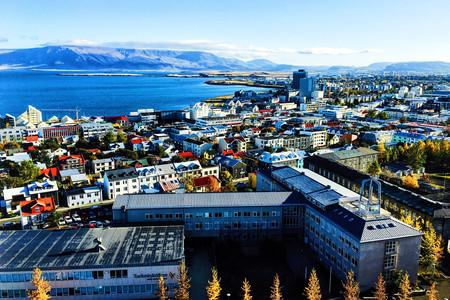 <冰岛-北极光机票+当地10-12日游>4至7人纯玩小团,无人机航拍/追极光/雪地摩托/蓝冰洞/飞机残骸/蓝湖温泉/冰岛马互动