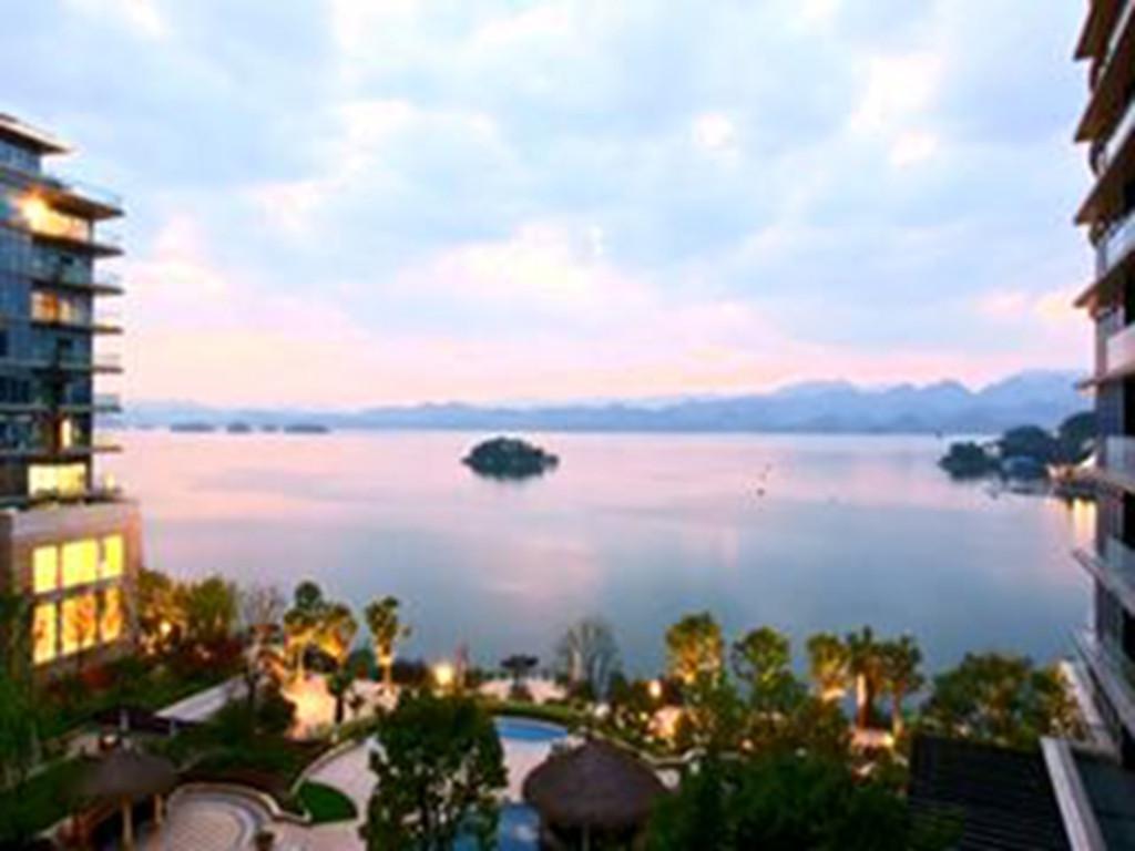 千岛湖-千旅之星-梅峰观岛-氧吧2日游>宿千元绿城湖景房180度俯瞰