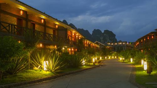明仕山庄夜晚的酒店