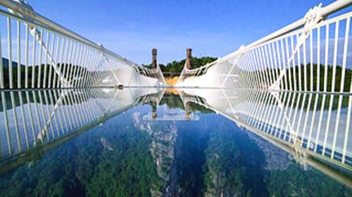 世界首座玻璃作为主要受力结构的大型桥梁;世界级陡溜索;桥面上建有