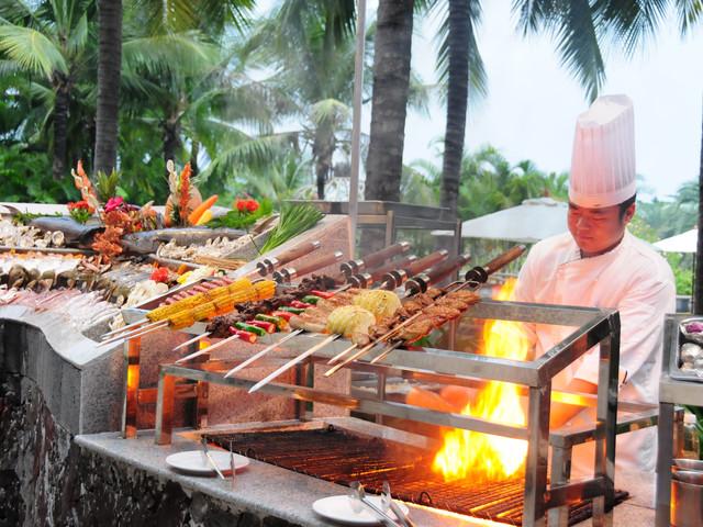 【美食之旅】三亚国光豪生度假龙8国际官网直营-加勒比海鲜BBQ自助餐