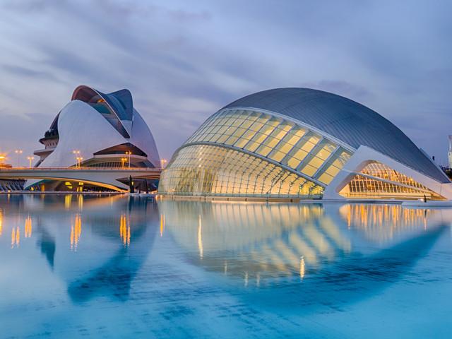 <西班牙+葡萄牙6晚7日循环游>巴塞罗那集散、自费项目自主选择、全程入住四星级酒店、圣家族教堂、阿尔汉布拉宫(当地游)