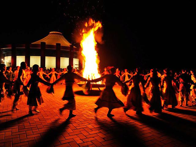 哈达下马酒 蒙古歌舞演出 篝火晚会 稻草人狂欢节 梅花鹿动物园