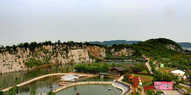 安信投资集团在苏州吴中区太湖西山岛上投资开发了温泉度假山庄(牛仔