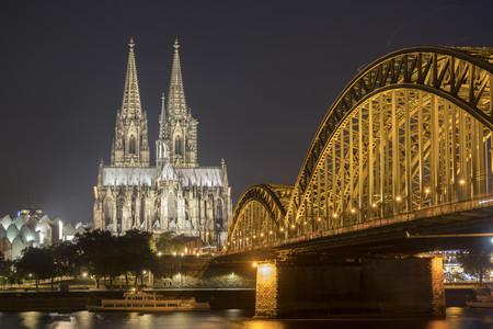 <荷兰+比利时+法国+德国4晚5日风情游>巴黎上法兰克福下、全程四星级酒店、巴黎深度游、荷兰大风车(当地游)