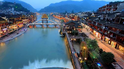 凤凰古城-民俗晚会-苗寨-矮寨大桥-玻璃栈道双高4日游