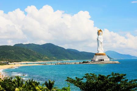 <海口-三亚2日游>南山108米海上观音、浪漫天涯、亚龙湾沙滩、全程空调大巴、环岛速游、市区免费接