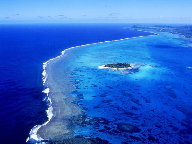 超人气项目塞班岛海上拖伞俯瞰蓝天