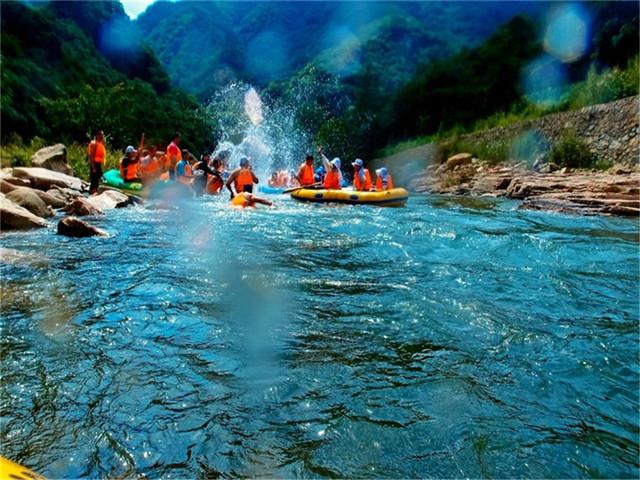 5小时左右)奇石峡漂流位于辽宁省丹东市凤城刘家河镇蛟洋峪村,漂流