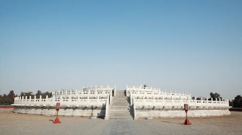 法国一桥梁坍塌 章泽天晒女儿礼物 生化危机2重制版 宿北京京伦饭店自驾2日游