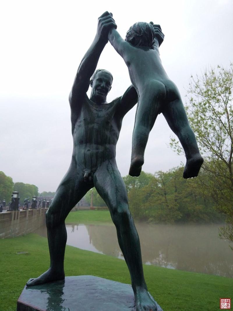 欧洲147裸体照_我发现欧洲裸体人像男的比女的多,在中国很难找到男性裸体塑像.