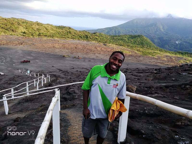 荣耀上帝的瓦努阿图:一半是火山,一半是海水!