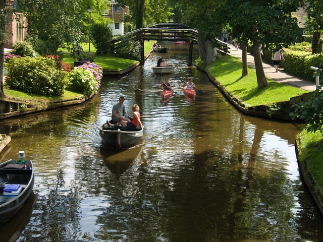 <羊角村一日游(阿姆斯特丹往返)+ 运河游船票>