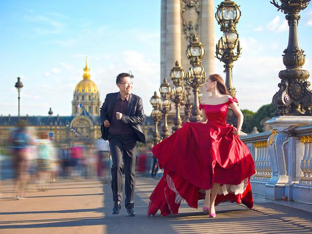 <法国巴黎婚纱旅拍一日游>4套服装4组造型,首席摄影团队一对一服务,艾菲尔铁塔,卢浮宫,圣母院等小巴黎景点拍摄,75张精修,拍摄当天专车服务