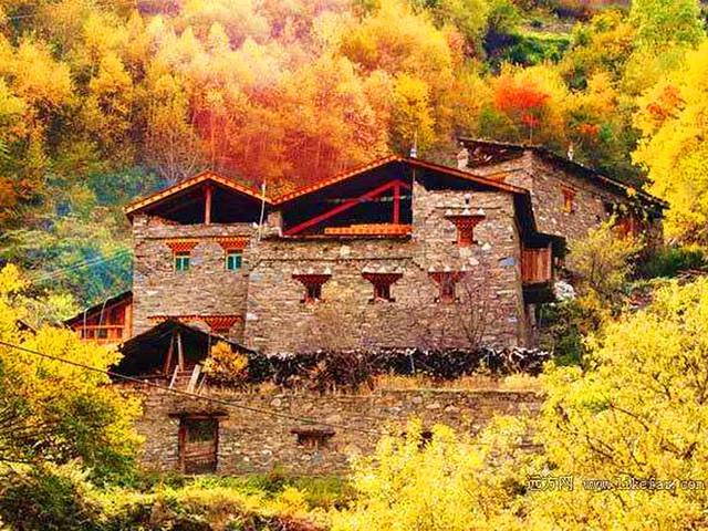 """藏语米亚罗,译为""""好玩的坝子"""",米亚罗风景区是省级风景名胜区,位于"""