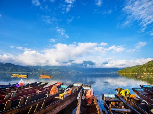 """泸沽湖风景区是国家旅游""""97中国旅游年十大旅游线之一""""和四川省著名"""