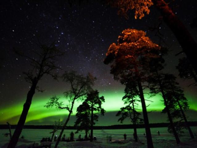 <芬兰 萨利色尔卡 伊纳里湖畔巴士北极光探索之旅 含接送>(3小时)