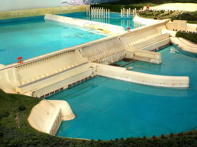 泳池游泳池640_480桌椅别墅图片