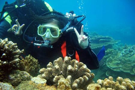 <海南三亚亚龙湾1日游>泳池培训、快艇出海、远海潜水、水肺潜水纪念证书、摩托艇