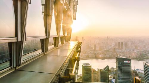 从金茂大厦俯瞰上海城市风光